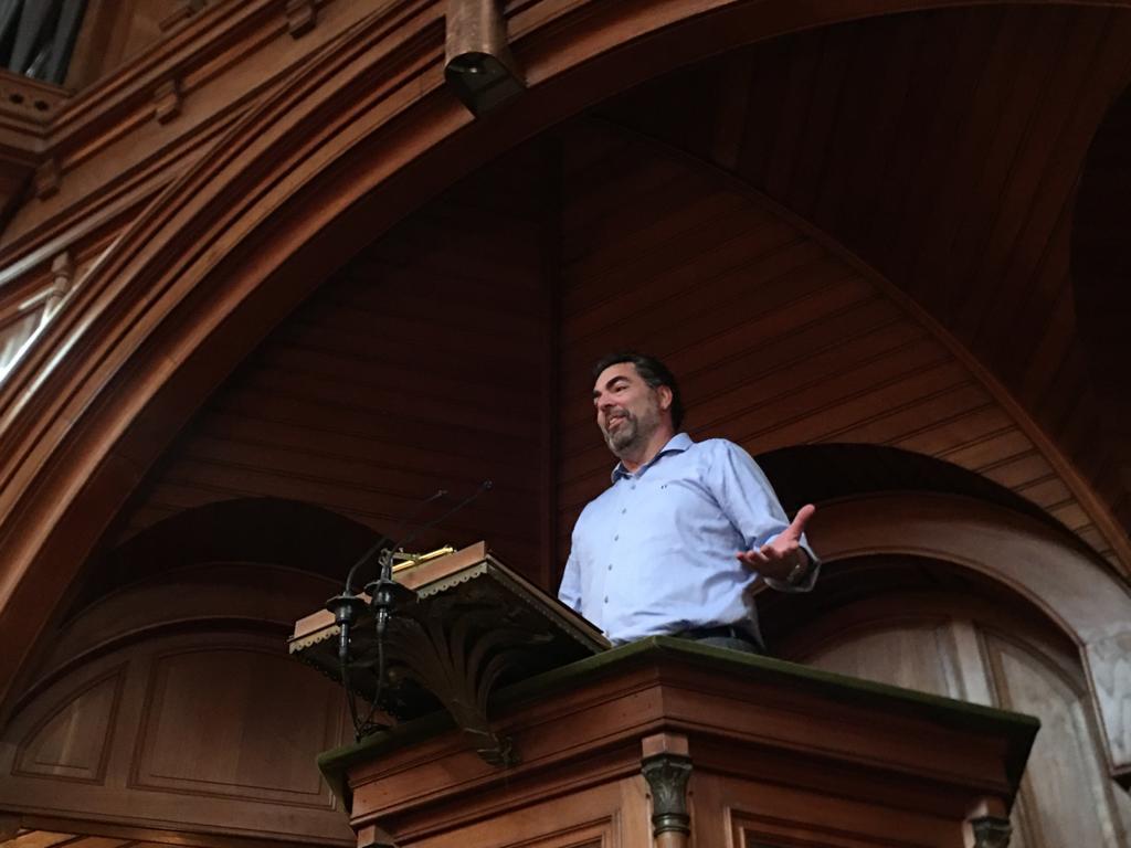 Dennis Willemsen (Stedin Hoogspanning) opende de Dragons' Den met een korte en inspirerende speech