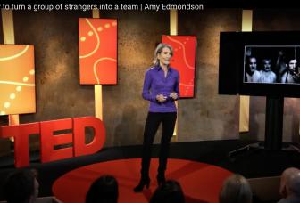 Hoe maak je een team van een groep vreemden?